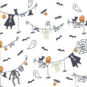 Moda Ghouls Goodies Spooky Clothesline White